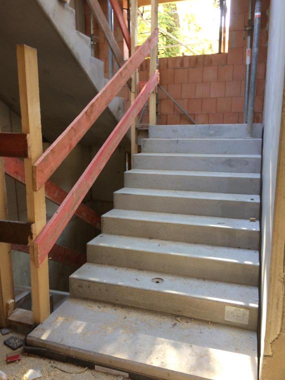 Neue Treppen Baustelle Daglfing durch die Firma Pointner Bauunternehmung GmbH