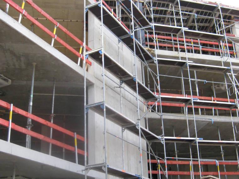 Aussenansicht Baustelle Verkaufsräume Neubau Erding aus einer anderen Perspektive